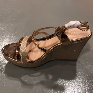 Shoes - Rose gold wedges